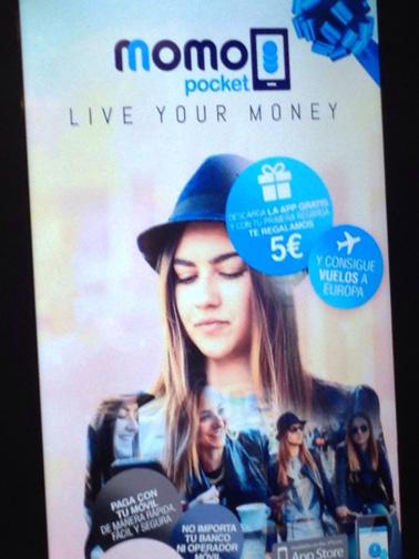 Cartel promoción Momo Pocket CC Vialia Málaga